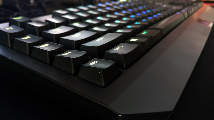 detalle-teclas-razer-blackwidow-chroma-newesc