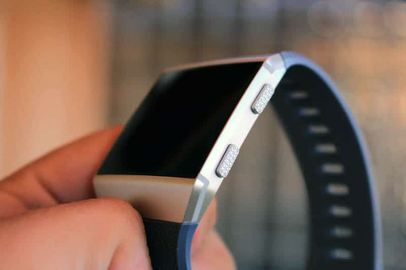 NewEsc Review Fitbit Ionic botones derechos