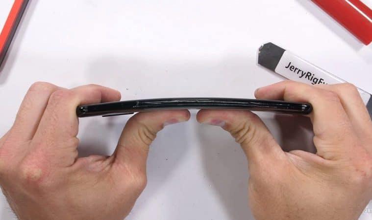 OnePlus 6 prueba en jerryrigeverything