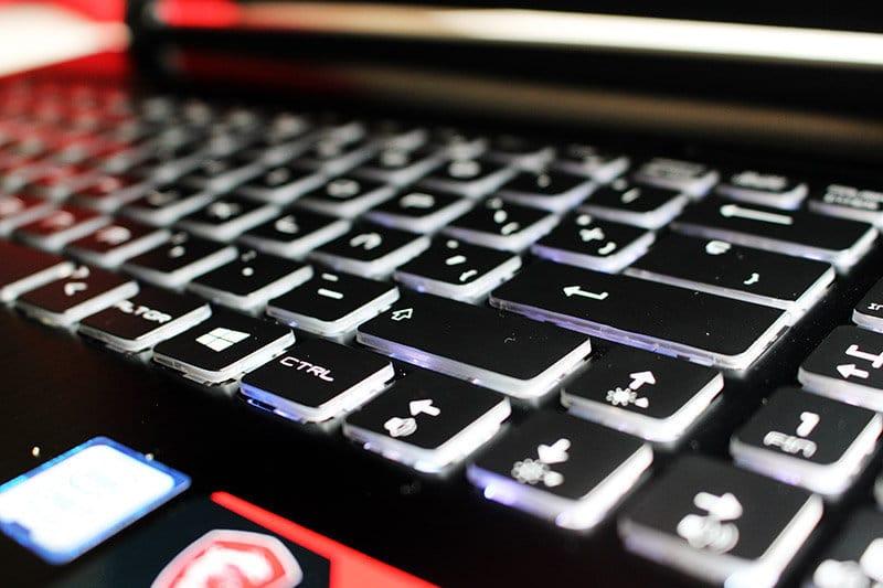 Portatil MSI GS73VR 7RF Stealth Pro NewEsc detalle teclado