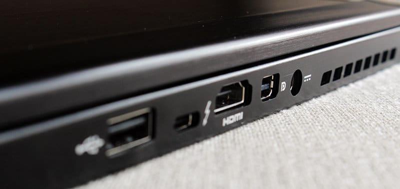 Portatil MSI GS73VR 7RF Stealth Pro NewEsc puertos lateral derecho