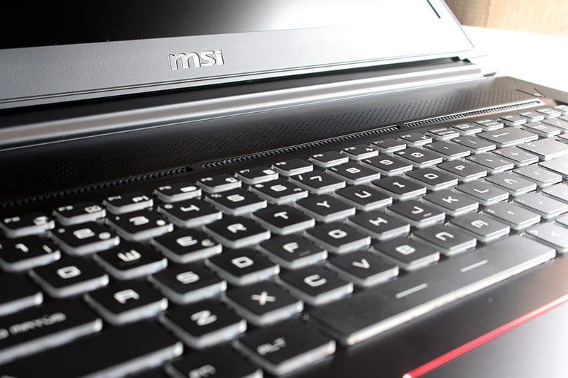 Portatil MSI GS73VR 7RF Stealth Pro NewEsc vista teclado pantalla