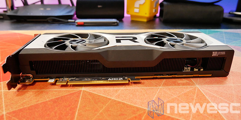 REVIEW AMD RADEON RX 6700 XT LATERAL INTERNO