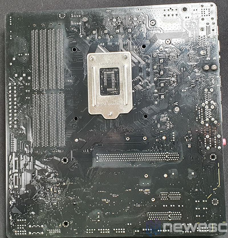 REVIEW ASROCK B460M PRO4 PCB DETRAS