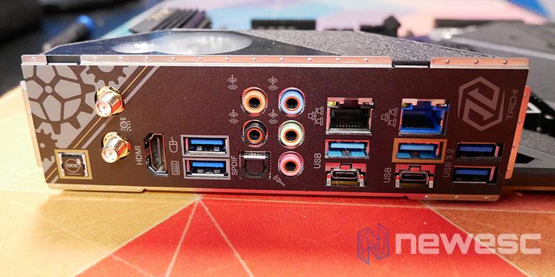 REVIEW ASROCK Z590 TAICHI BOTONES CONEXIONES EXTERNAS