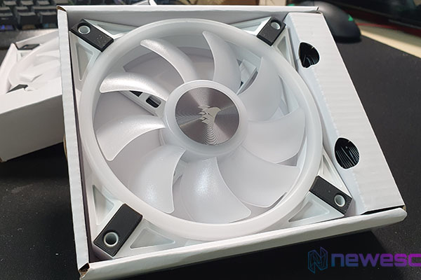 REVIEW CORSAIR iCUE QL 120 RGB WHITE DESTACADA