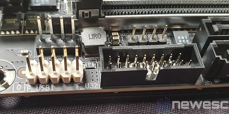 REVIEW GIGABYTE B550I AORUS PRO AX CONECTORES USB