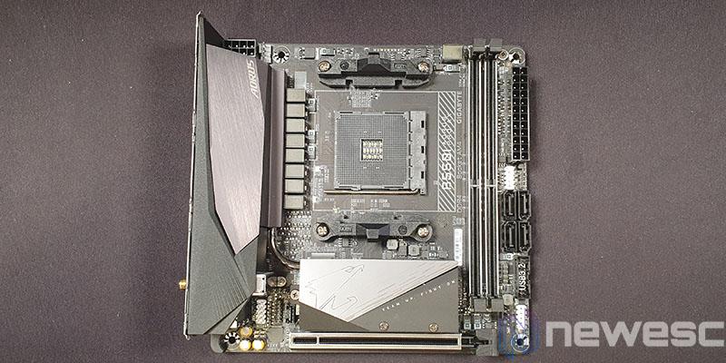 REVIEW GIGABYTE B550I AORUS PRO AX PCB DELANTE