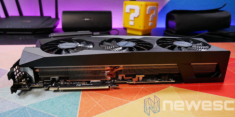 REVIEW GIGABYTE RTX 3090 GAMING OC LATERAL INTERNO