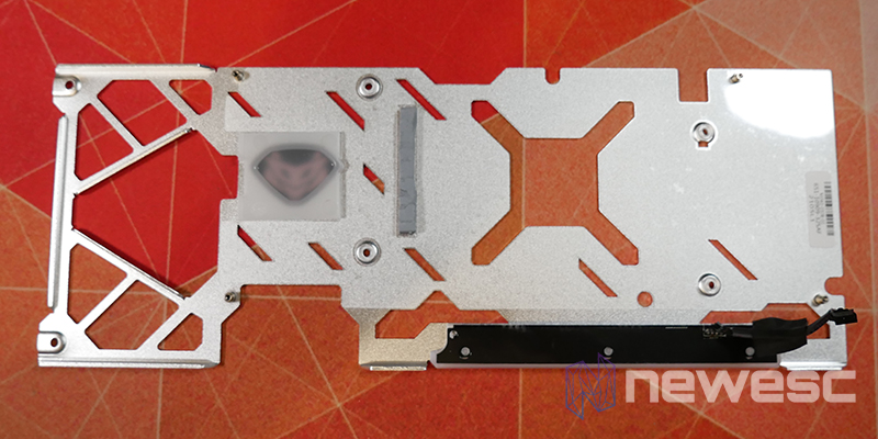 REVIEW SAPPHIRE NITRO RX 6700 XT GAMING OC BACKPLATE INTERNO