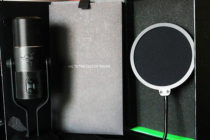 Razer Seiren NewEsc con packaging