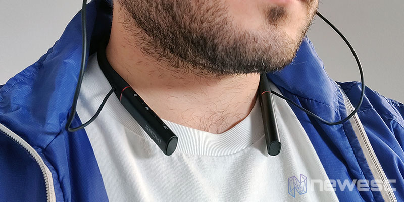 Review 1MORE Dual Drivers Pro en el cuello 1