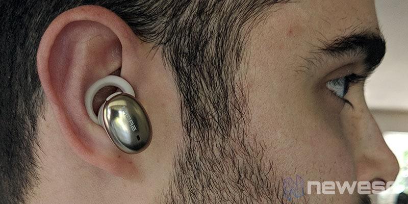 Review 1More True Wireless EarBuds en las orejas