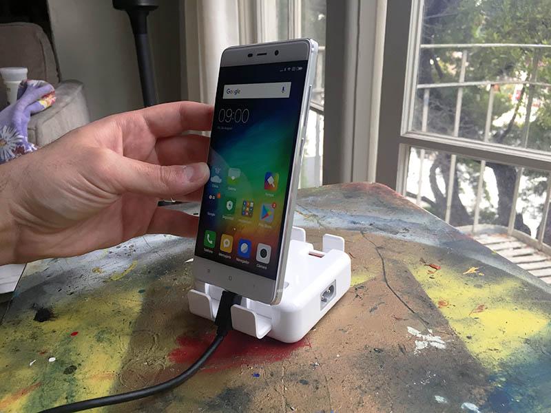 Review Chuwi Hi-Dock 4 puertas soporte smartphone