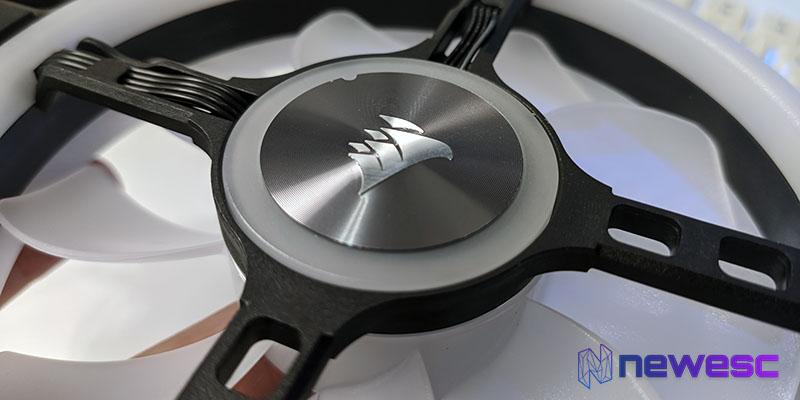Review Corsair QL120 RGB engravado metálico