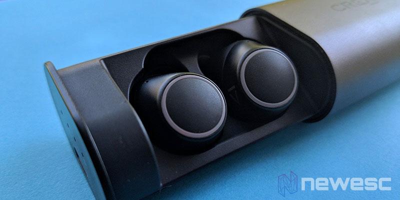 Review Creative Outlier Air caja de carga con auriculares