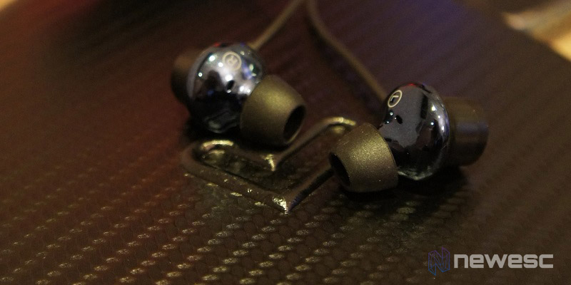 Review ES Travel 8 - Auricular