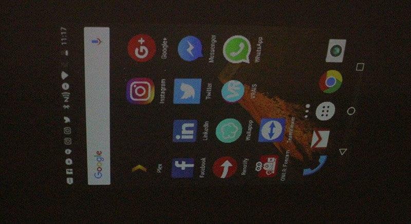 Review Moto Z Play NewEsc proyección en techo