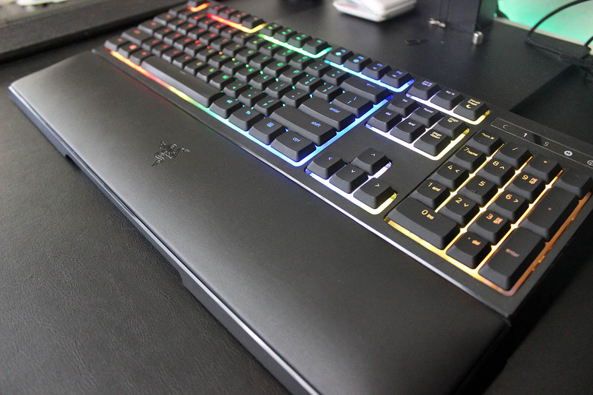 Review Razer Ornata Chroma reposa muñecas