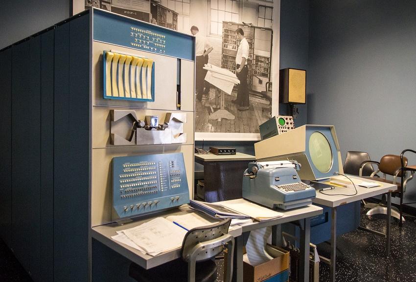 Segunda generacion de ordenadores PDP 1