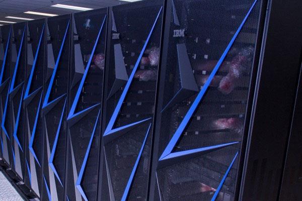 Superordenadores sierra en sala de computo de la NASA