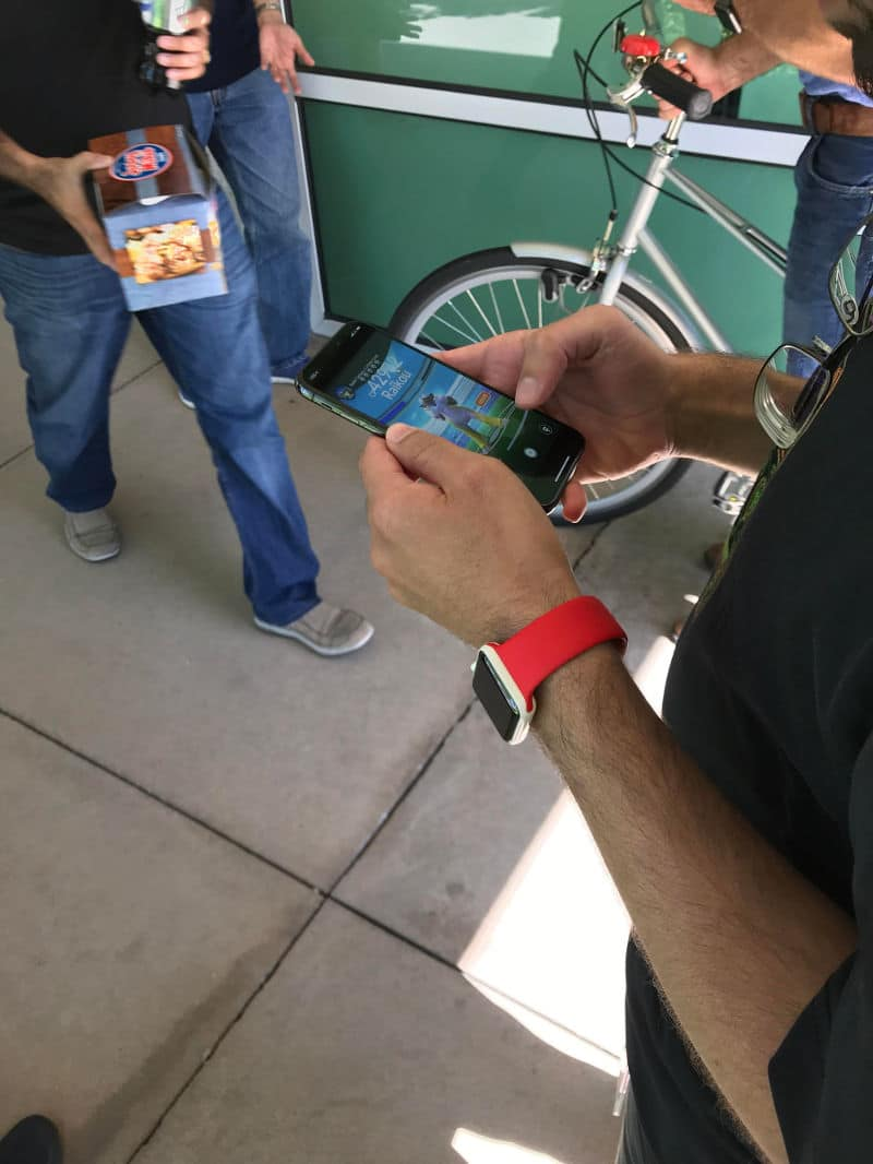 iPhone X por la calle Pokémon GO